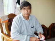 Asisbiz Kashmir house boat owner Ali Boktoo India Apr 2004 01