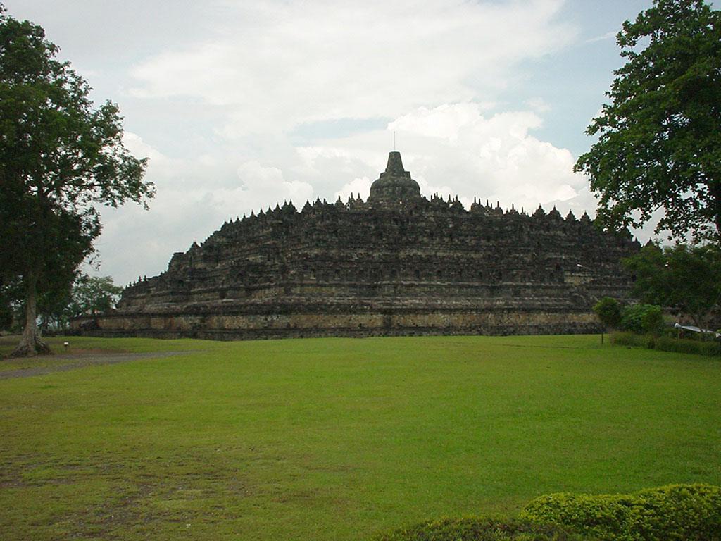 Java Yogyakarta Yogya Borobudur Pagoda Aug 2000 01