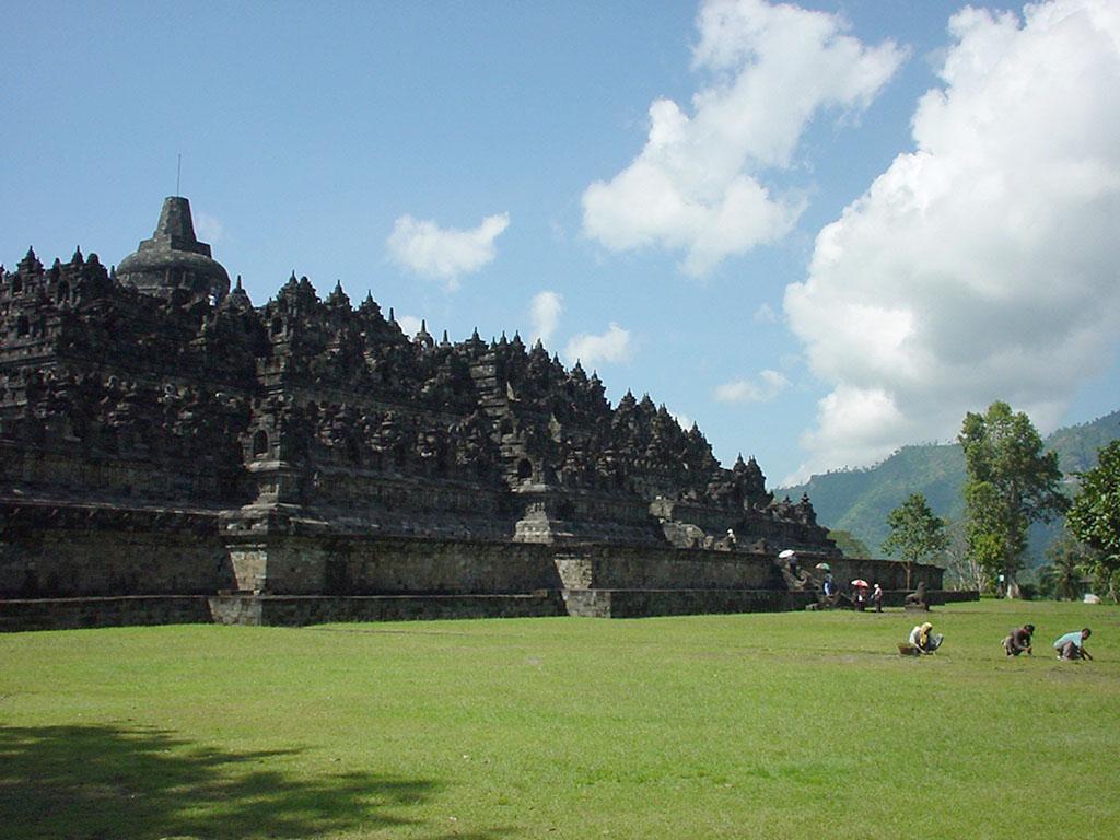 Java Yogyakarta Yogya Borobudur Pagoda Aug 2000 02