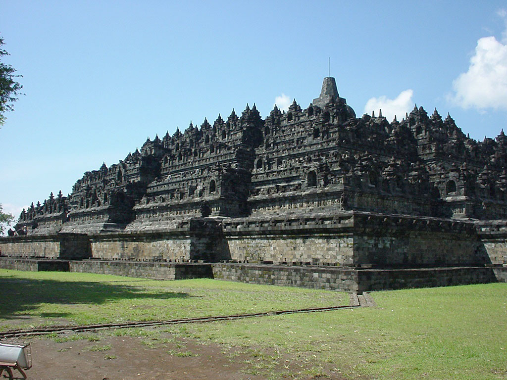 Java Yogyakarta Yogya Borobudur Pagoda Aug 2000 04