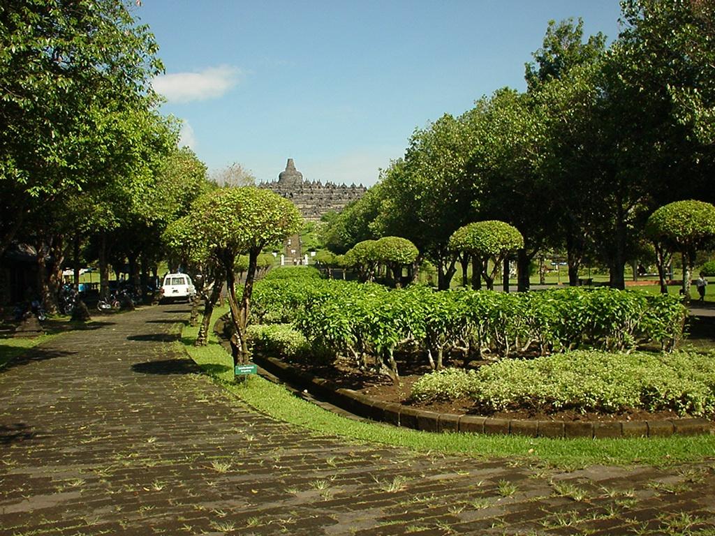 Java Yogyakarta Yogya Borobudur Pagoda Enterance Aug 2000 01