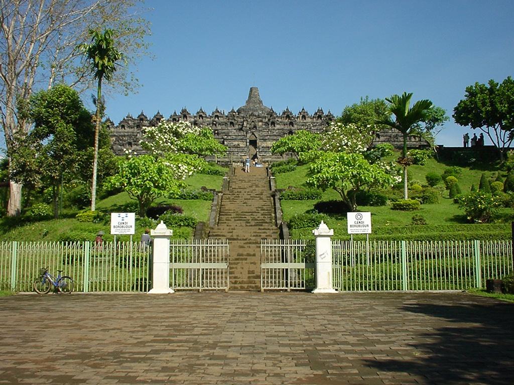 Java Yogyakarta Yogya Borobudur Pagoda Enterance Aug 2000 02