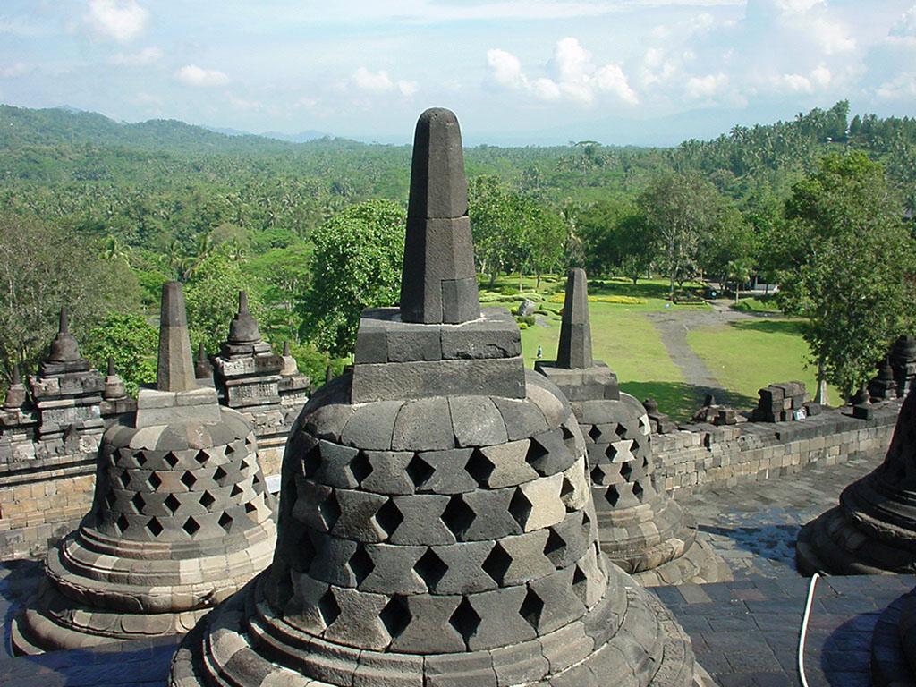 Java Yogyakarta Yogya Borobudur Pagoda stupas Aug 2000 03