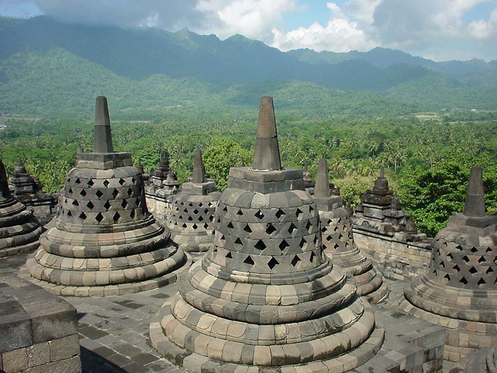 Java Yogyakarta Yogya Borobudur Pagoda stupas Aug 2000 04