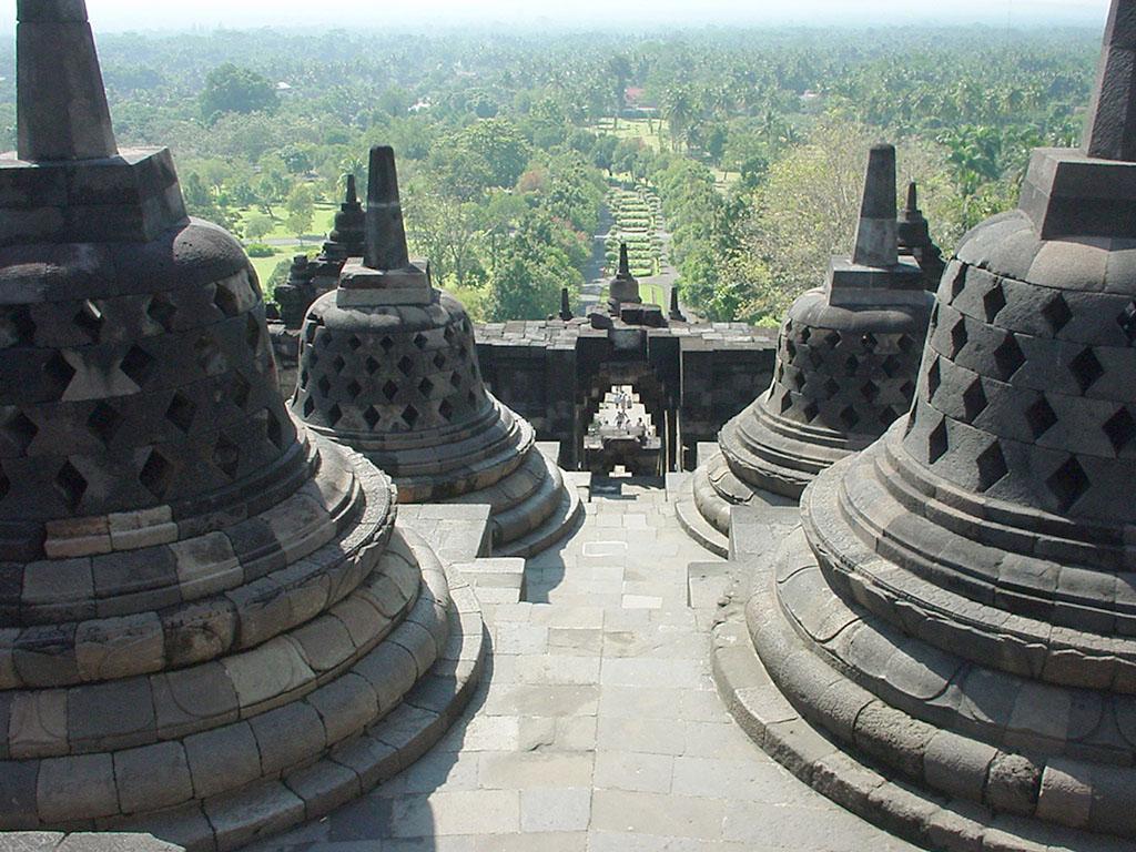 Java Yogyakarta Yogya Borobudur Pagoda stupas Aug 2000 07