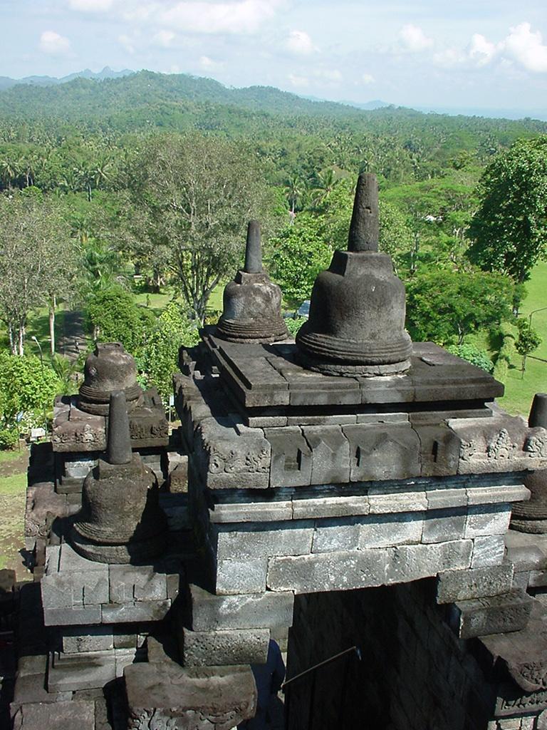 Java Yogyakarta Yogya Borobudur Pagoda stupas Aug 2000 10