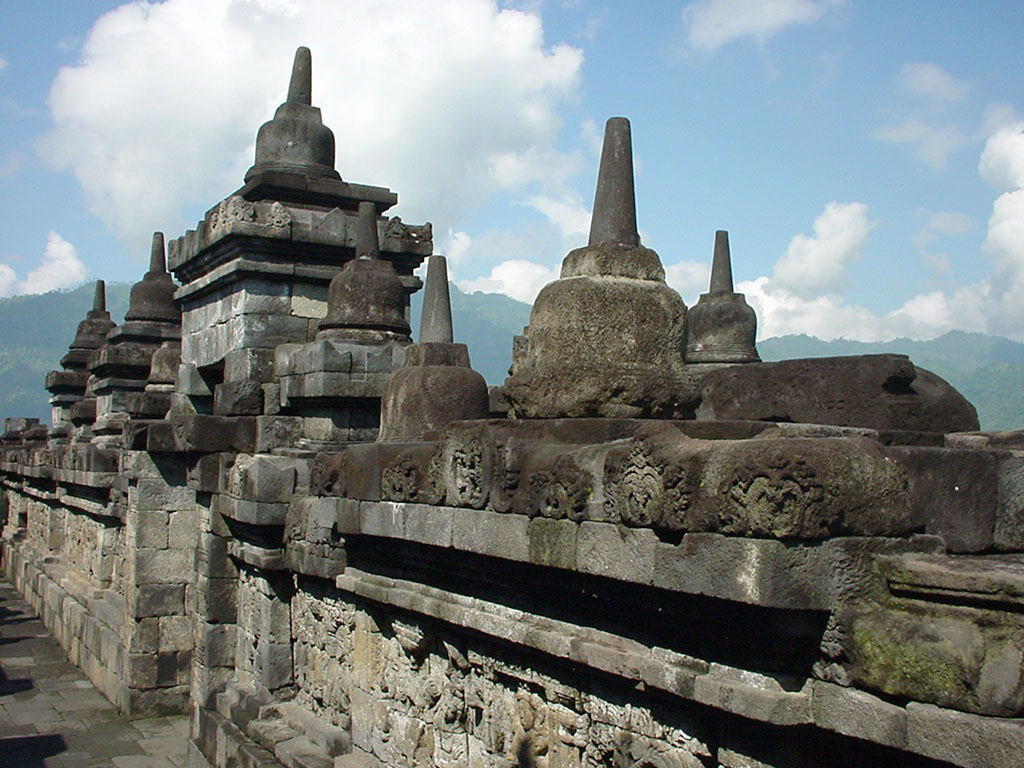 Java Yogyakarta Yogya Borobudur Pagoda stupas Aug 2000 11