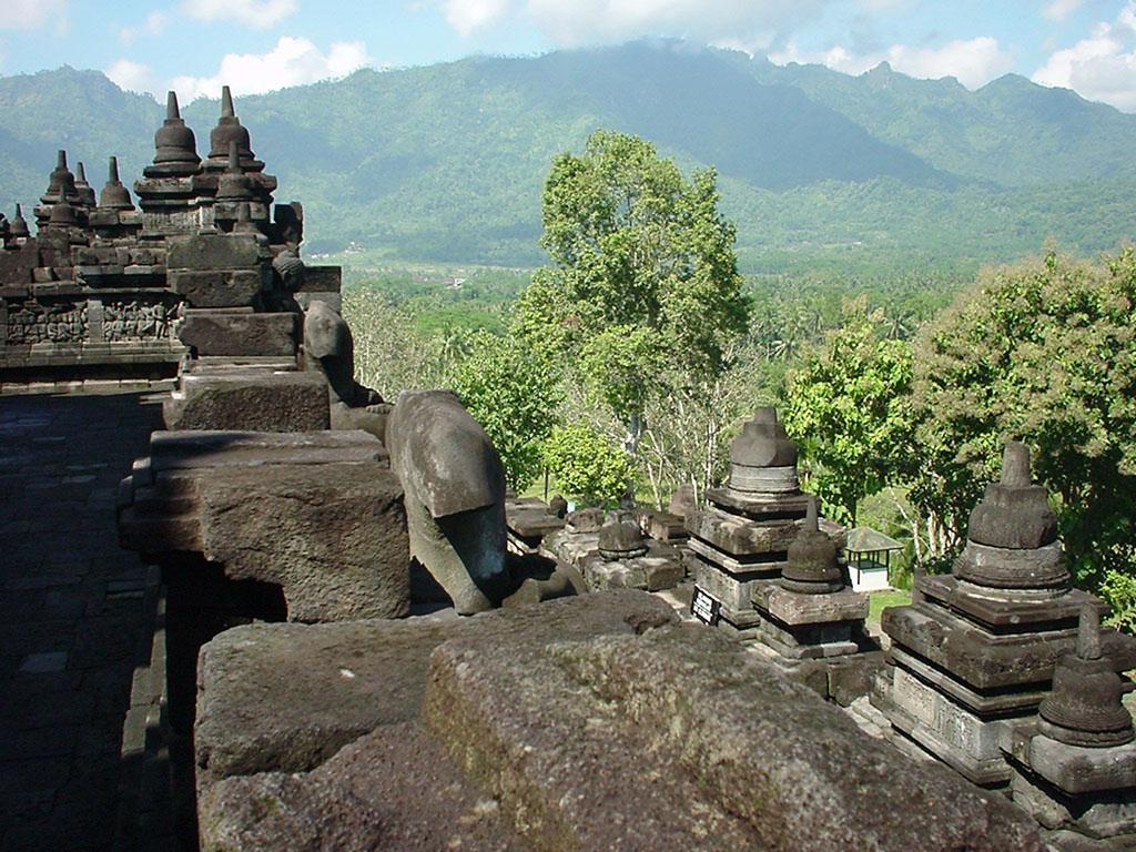 Java Yogyakarta Yogya Borobudur Pagoda stupas Aug 2000 13