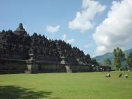 Asisbiz Java Yogyakarta Yogya Borobudur Pagoda Aug 2000 02