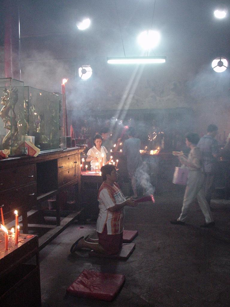 Jakarta oldest Chinese temple Kim Tek Le or Jin De Yuan Aug 2000 05
