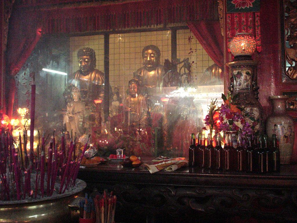 Jakarta oldest Chinese temple Kim Tek Le or Jin De Yuan Aug 2000 06