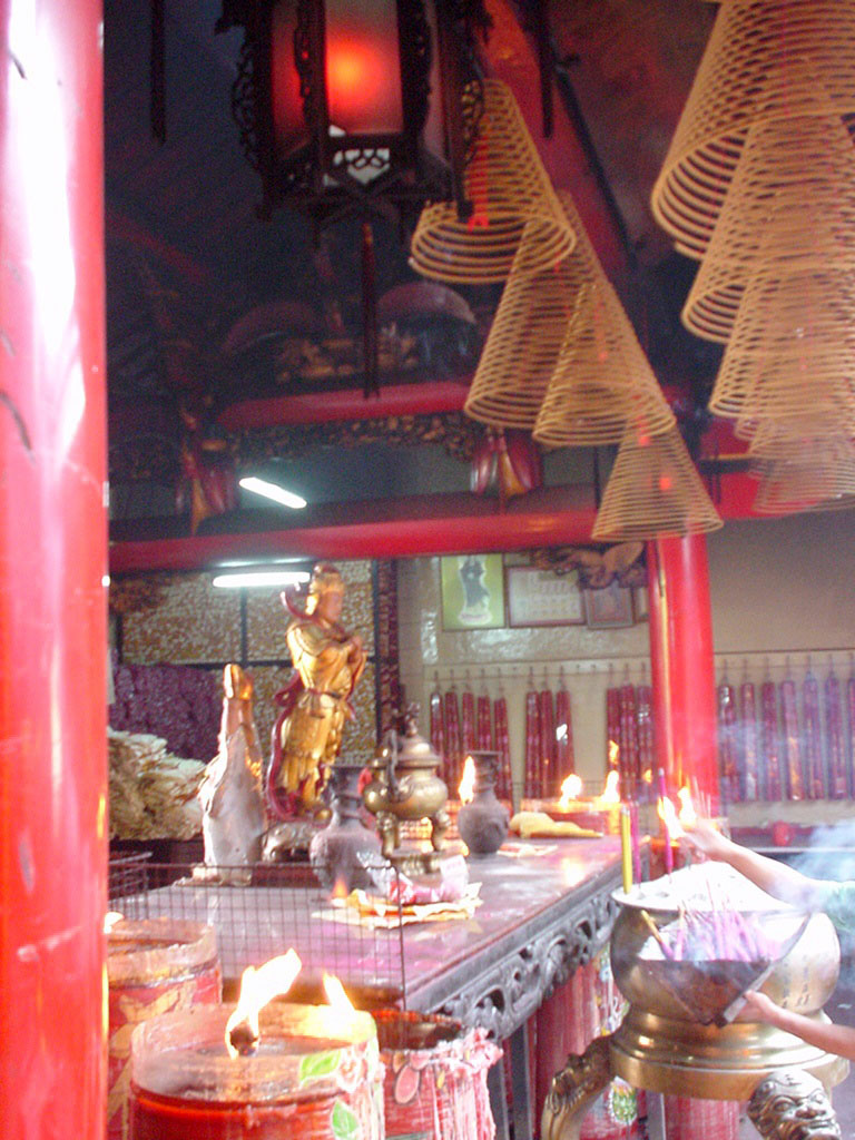 Jakarta oldest Chinese temple Kim Tek Le or Jin De Yuan Aug 2000 07