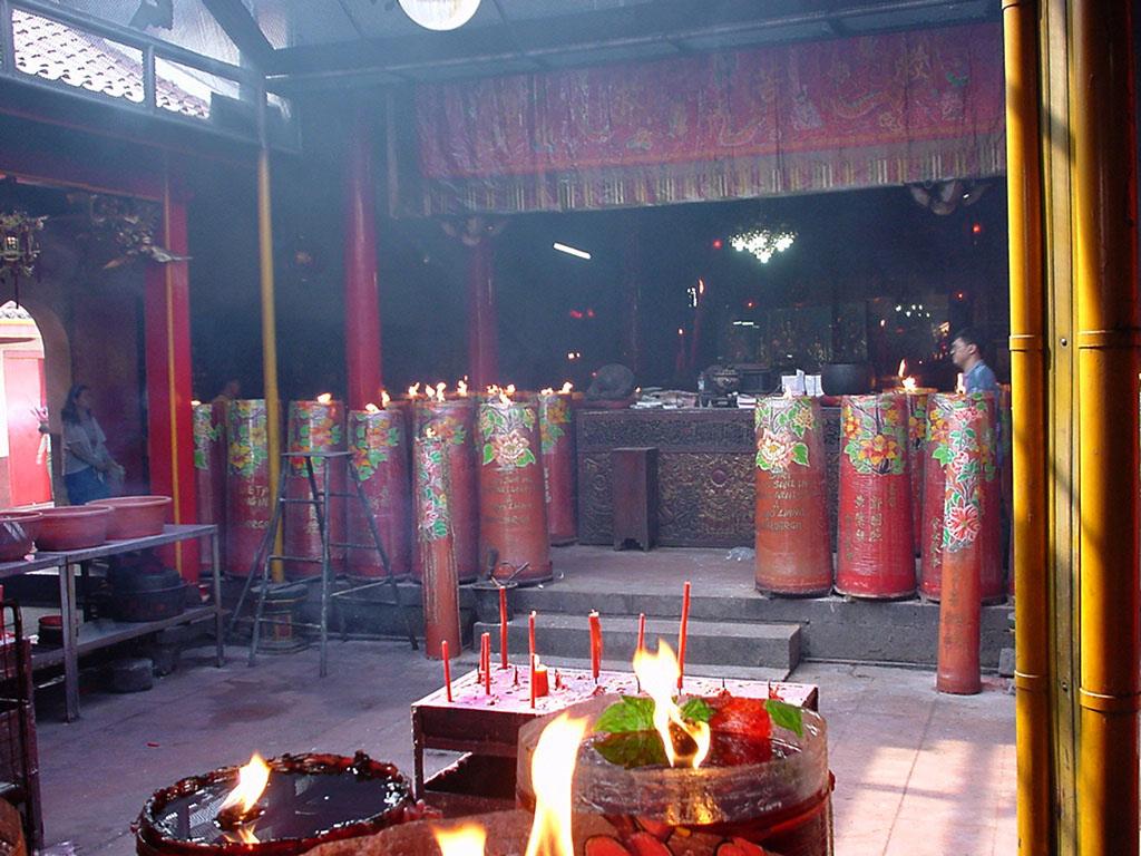 Jakarta oldest Chinese temple Kim Tek Le or Jin De Yuan Aug 2000 08