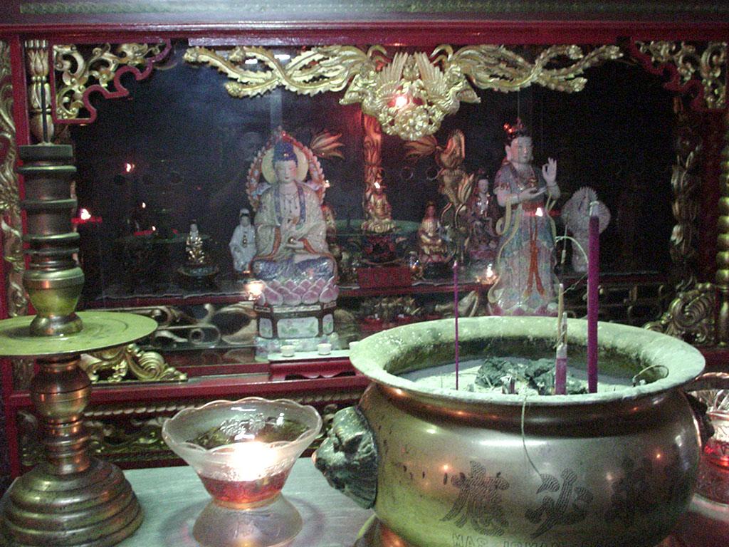 Jakarta oldest Chinese temple Kim Tek Le or Jin De Yuan Aug 2000 10