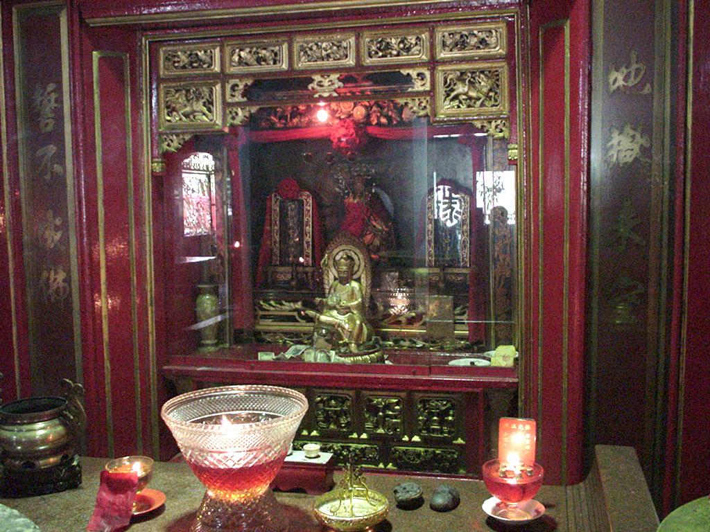 Jakarta oldest Chinese temple Kim Tek Le or Jin De Yuan Aug 2000 11