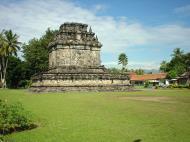 Asisbiz Mendut Temple Mungkid Magelang Regency Central Java Aug 2000 01