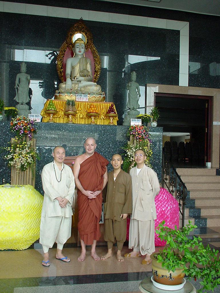 Vihara Mahavira Center Aug 2000 04
