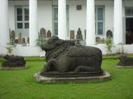 Asisbiz Indonesia Jakarta National Museum Gajah Artifacts Aug 2000 02