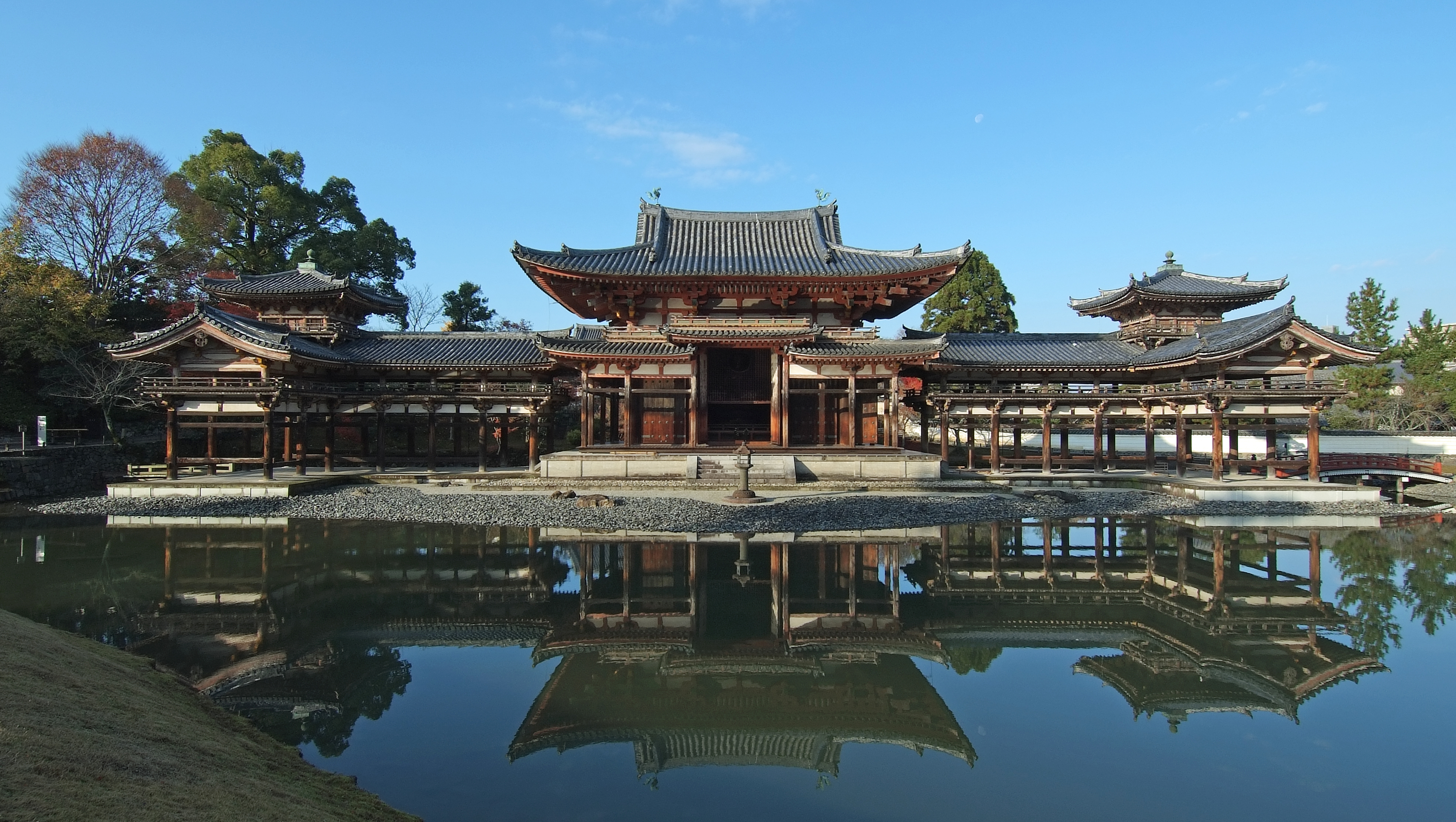 1 Byodo in Buddhist temple Wikimedia Commons taken on a good day 01
