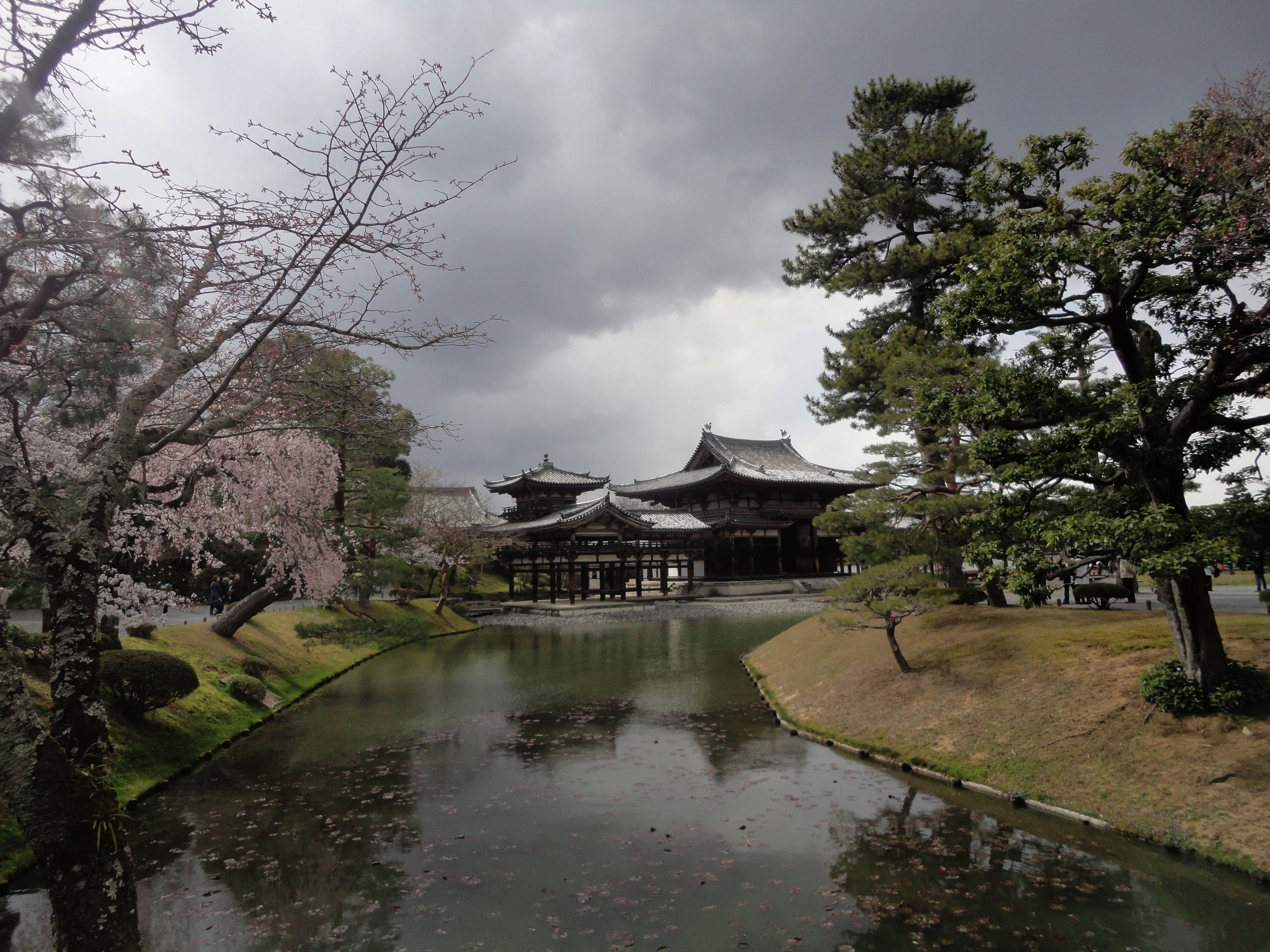 Byodo in temple Jodo shiki garden walkway facing Phoenix Hall Kyoto Japan 01
