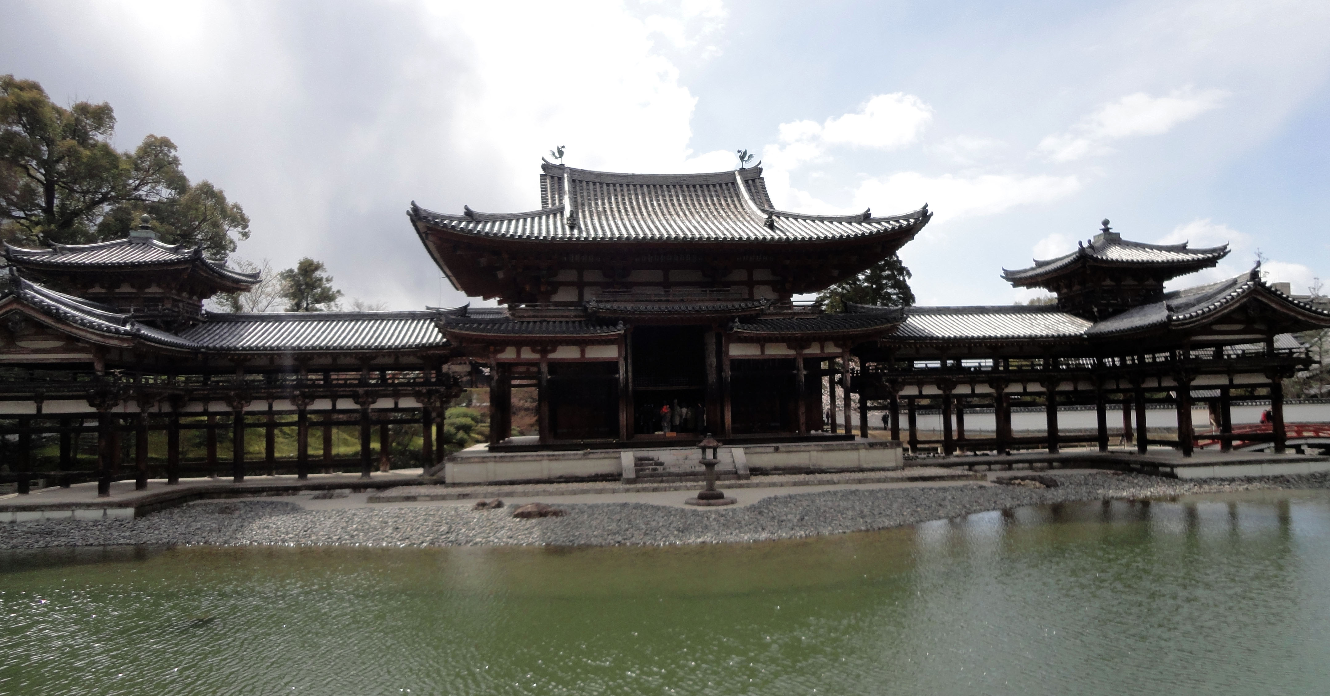 Byodo in temple Phoenix Hall Architecture Kyoto Japan 04
