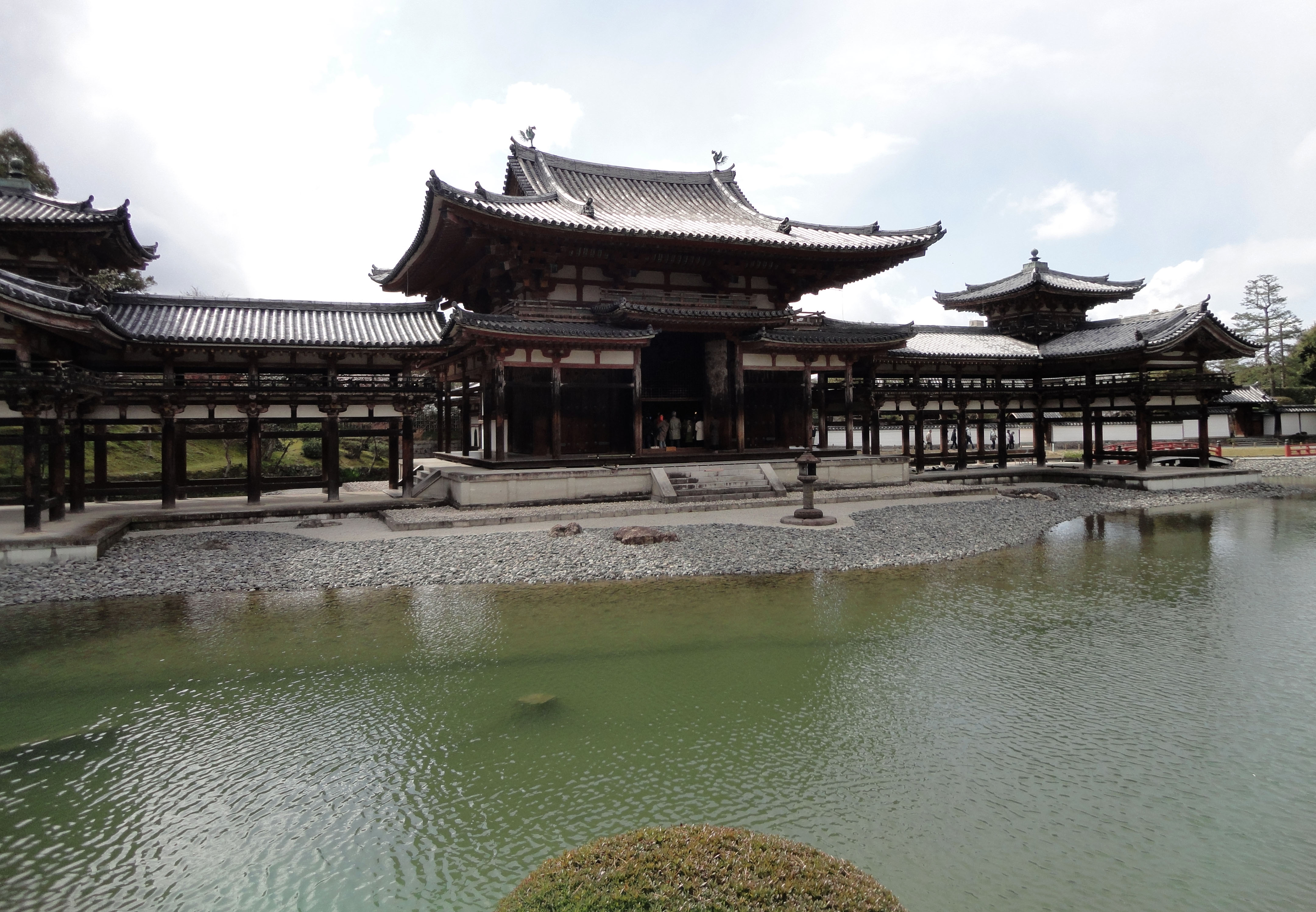 Byodo in temple Phoenix Hall Architecture Kyoto Japan 05