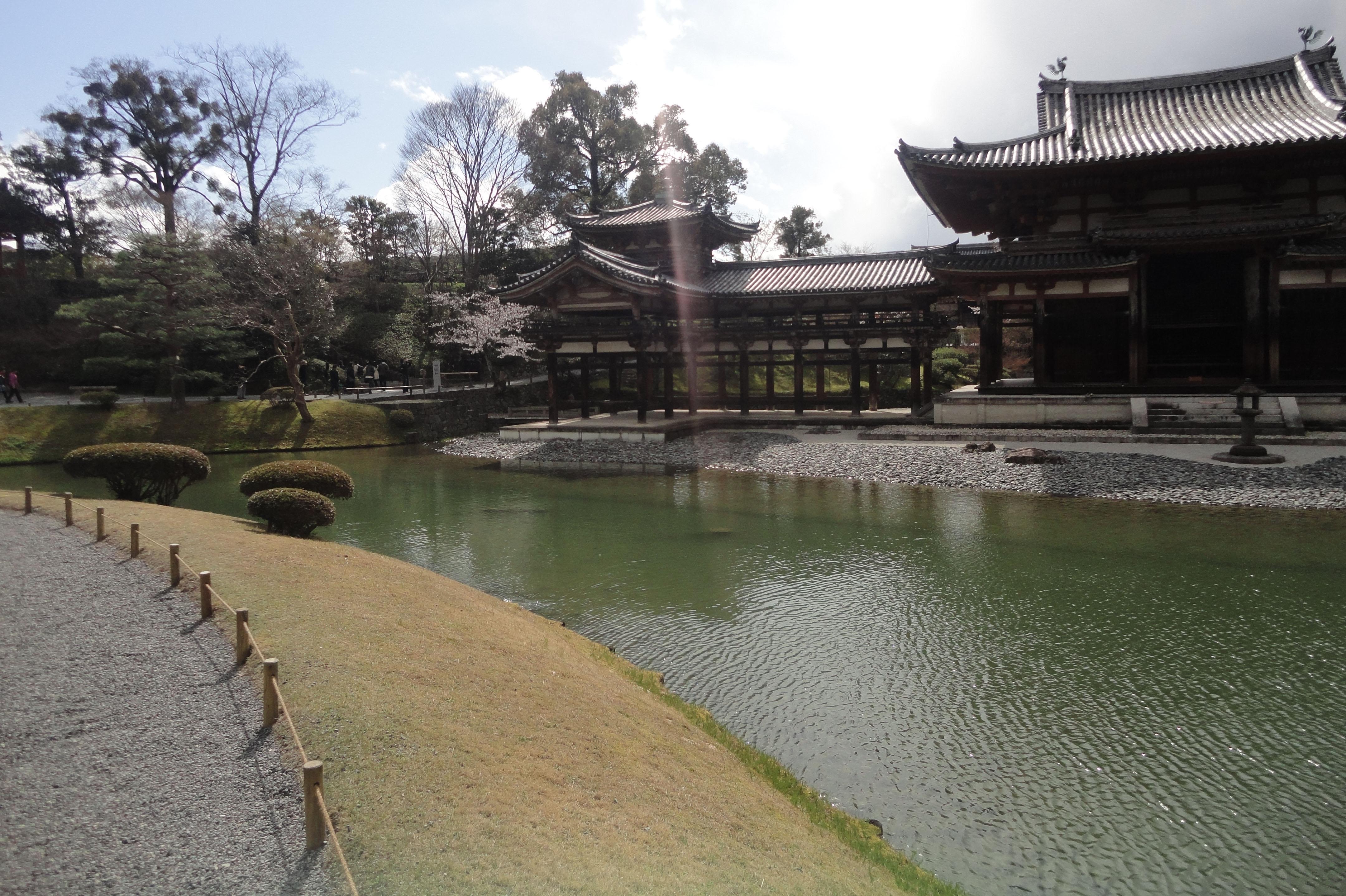 Byodo in temple outer path Phoenix Hall Jodo shiki garden pond Kyoto Japan 01