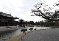 Asisbiz Byodo in temple outer path Phoenix Hall Jodo shiki garden pond Kyoto Japan 07