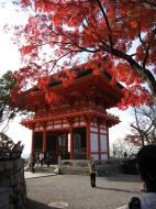 Asisbiz Deva gate Otowa san Kiyomizu dera Kyoto Nov 2009 12