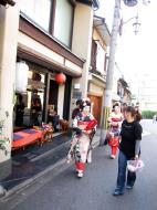 Asisbiz Traditional Japanese Komono Costumes Kiyomizu dera Kyoto Nov 2009 10