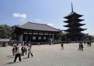 Asisbiz Tokon do Hall and adjoining five story pagoda Nara Japan 02