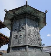 Asisbiz 1 Todai ji Buddhist temple complex octagonal lantern is an ancient treasure 01