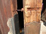 Asisbiz 1 Todai ji architecture magnificent huge pine doors Nara Japan 02