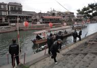 Asisbiz Byodoin temple to Ujigami shrine across the small Island Seta river water taxi 02