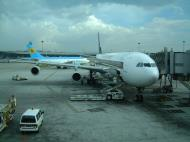 Asisbiz Uzbekistan Airlines Jun 2001 02