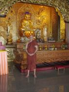 Asisbiz Penang Ke Lok Tempel Ornate Buddhas Mar 2001 03
