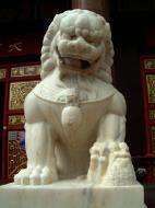 Asisbiz Penang Ke Lok Tempel lion guardians Mar 2001 02