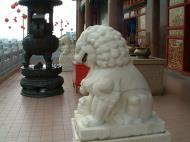 Asisbiz Penang Ke Lok Tempel lion guardians Mar 2001 03