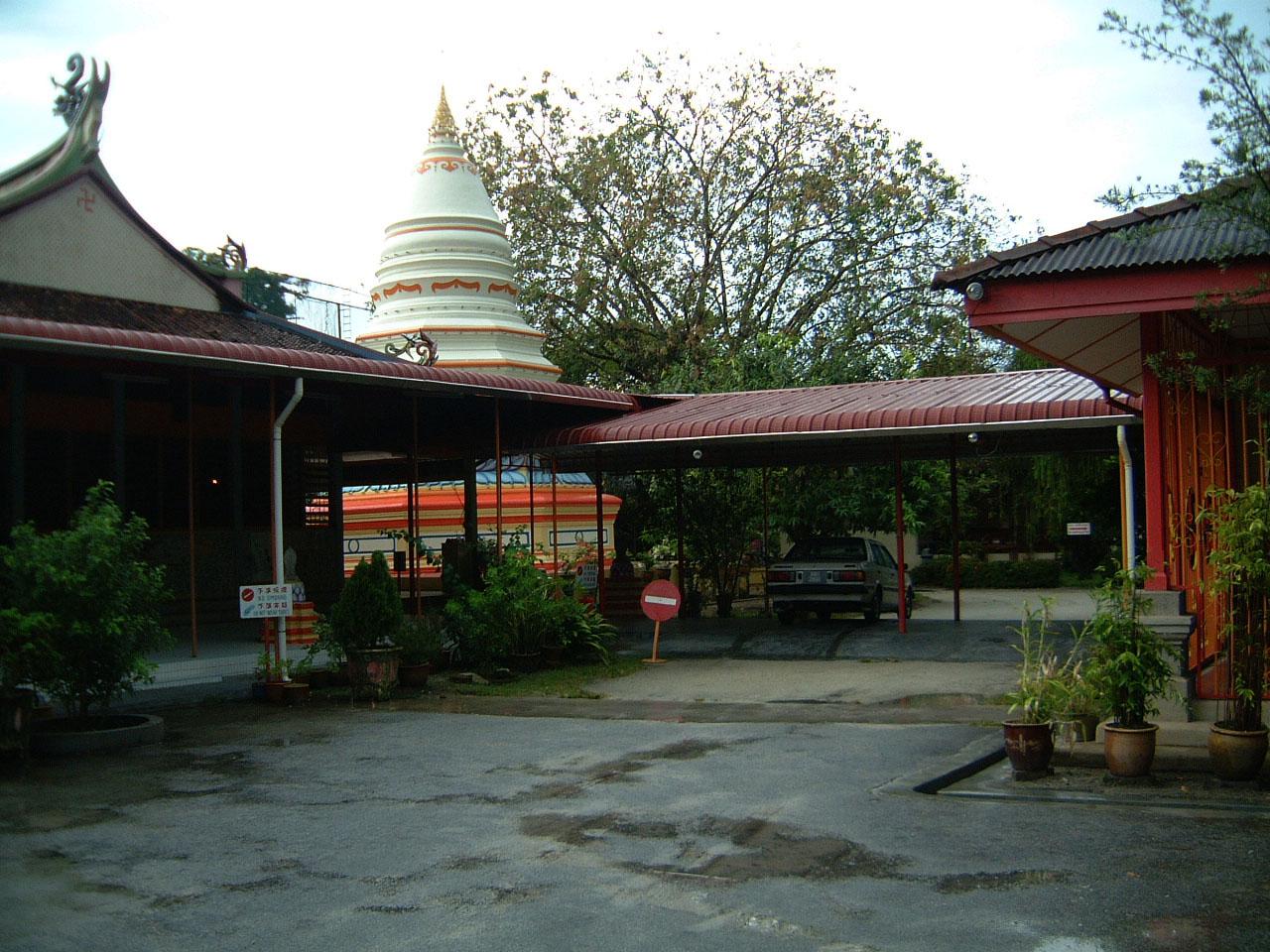 Penang Chinese Monastery pagoda Mar 2001 03