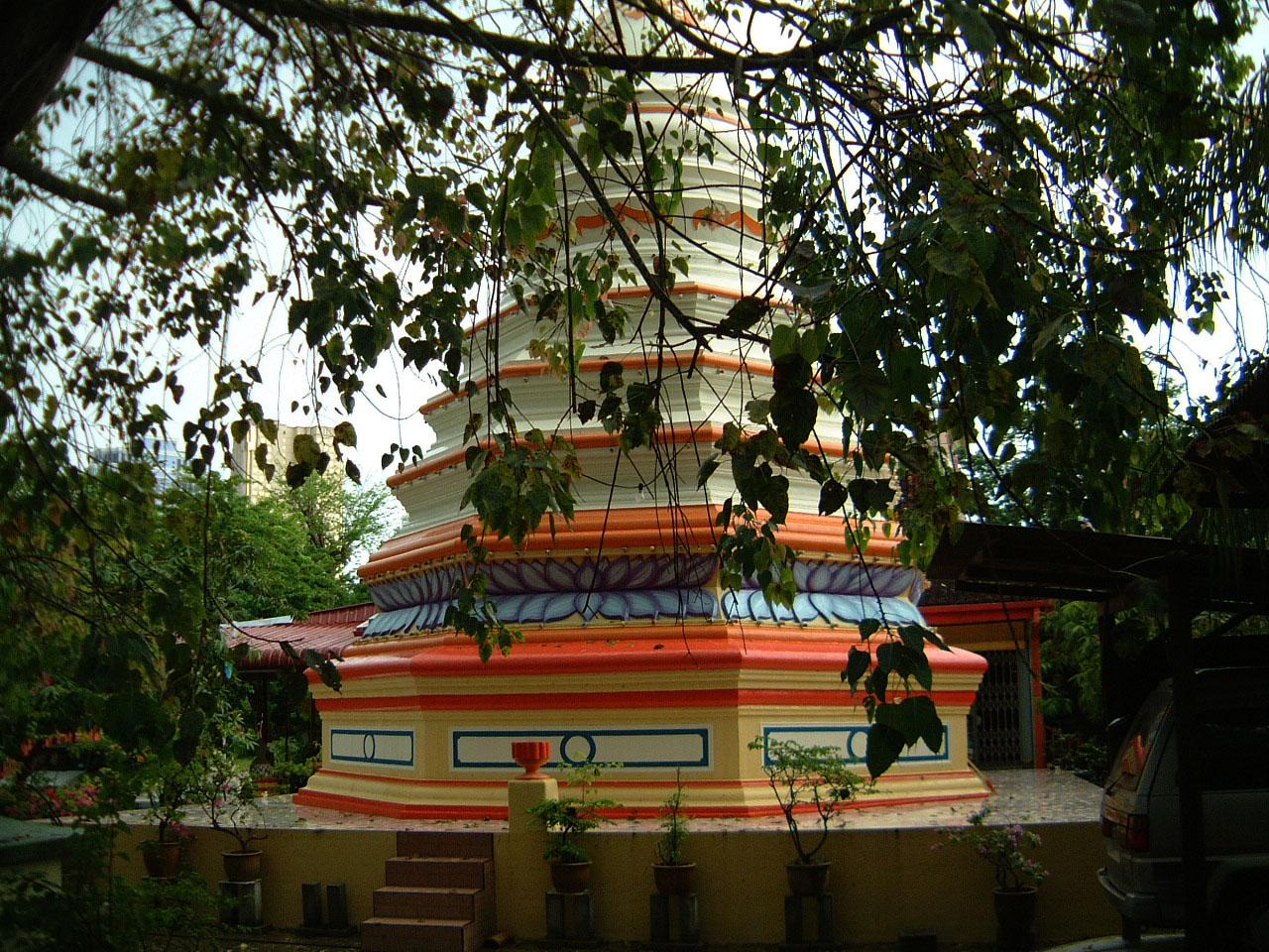 Penang Chinese Monastery pagoda Mar 2001 04