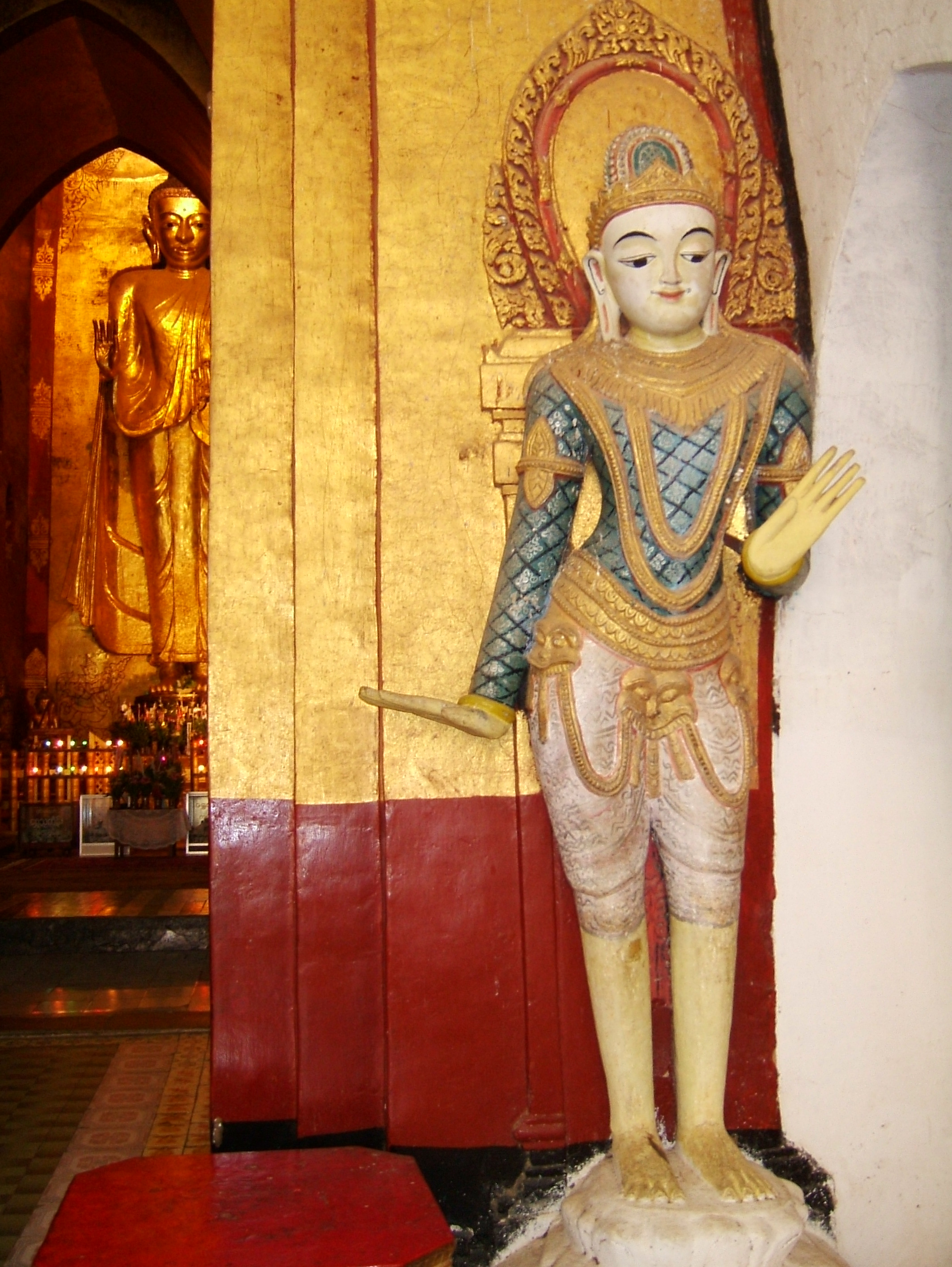 Ananda Pagoda Guardians Buddhas Pagan Dec 2000 03