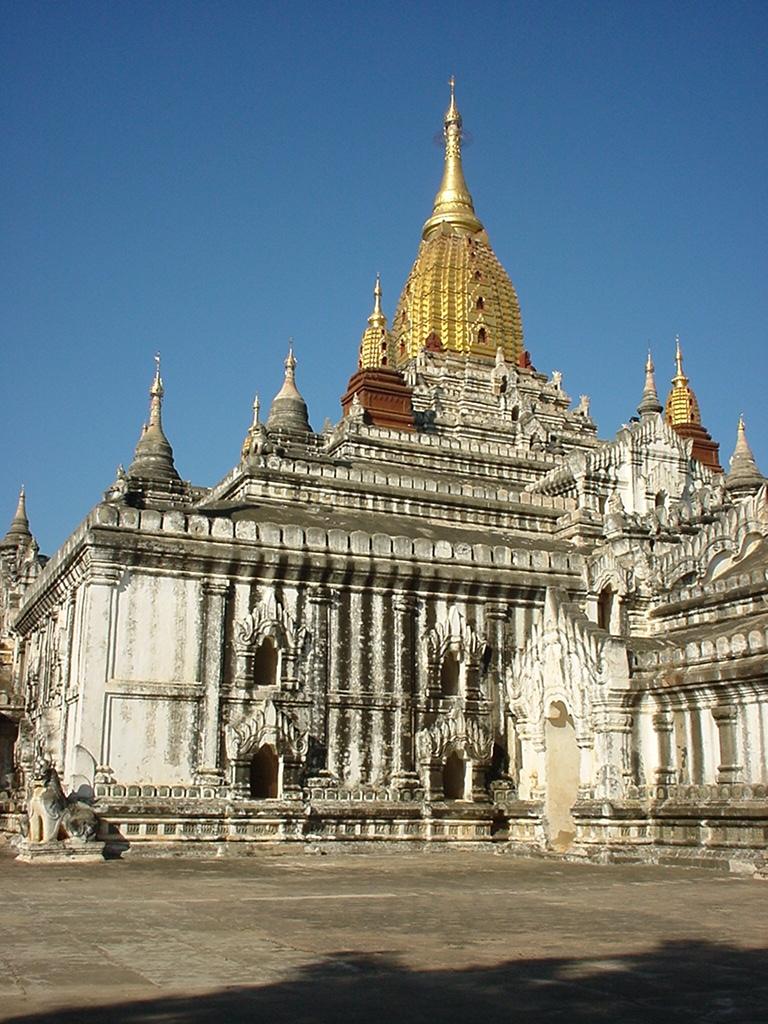Ananda Pagoda Pagan Dec 2000 01