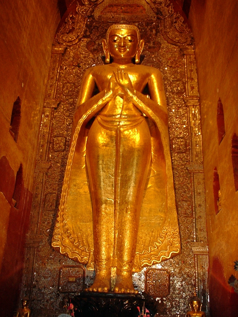 Ananda Pagoda standing Buddhas Pagan Dec 2000 03