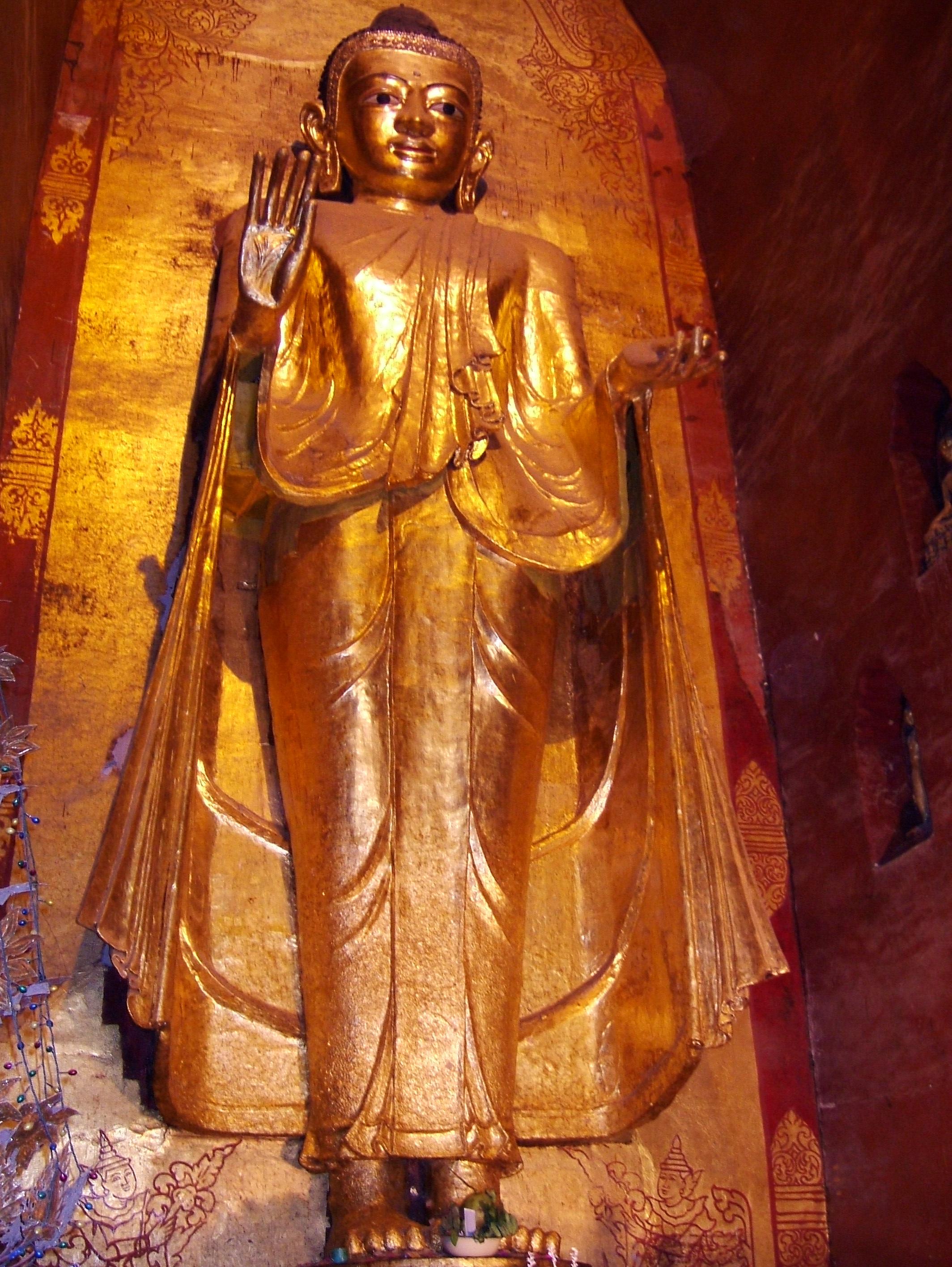 Ananda Pagoda standing Buddhas Pagan Dec 2000 09