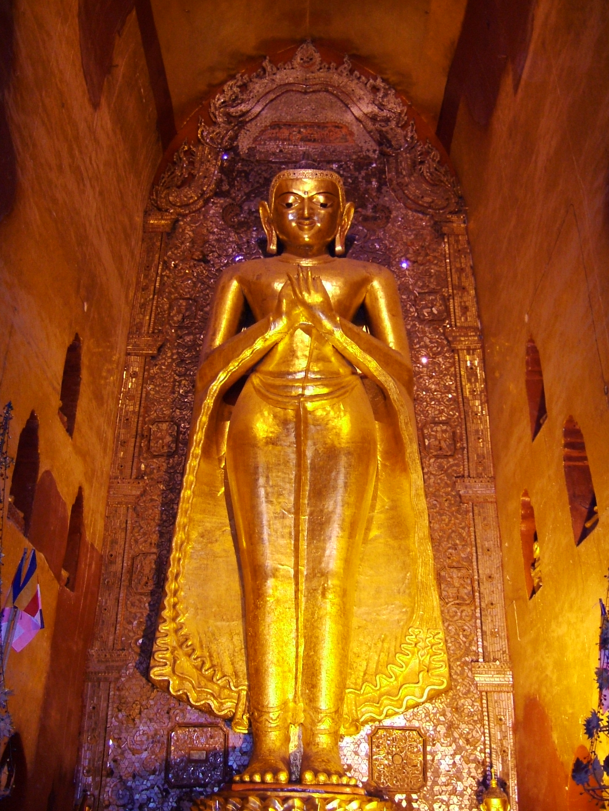 Ananda Pagoda standing Buddhas Pagan Dec 2000 12