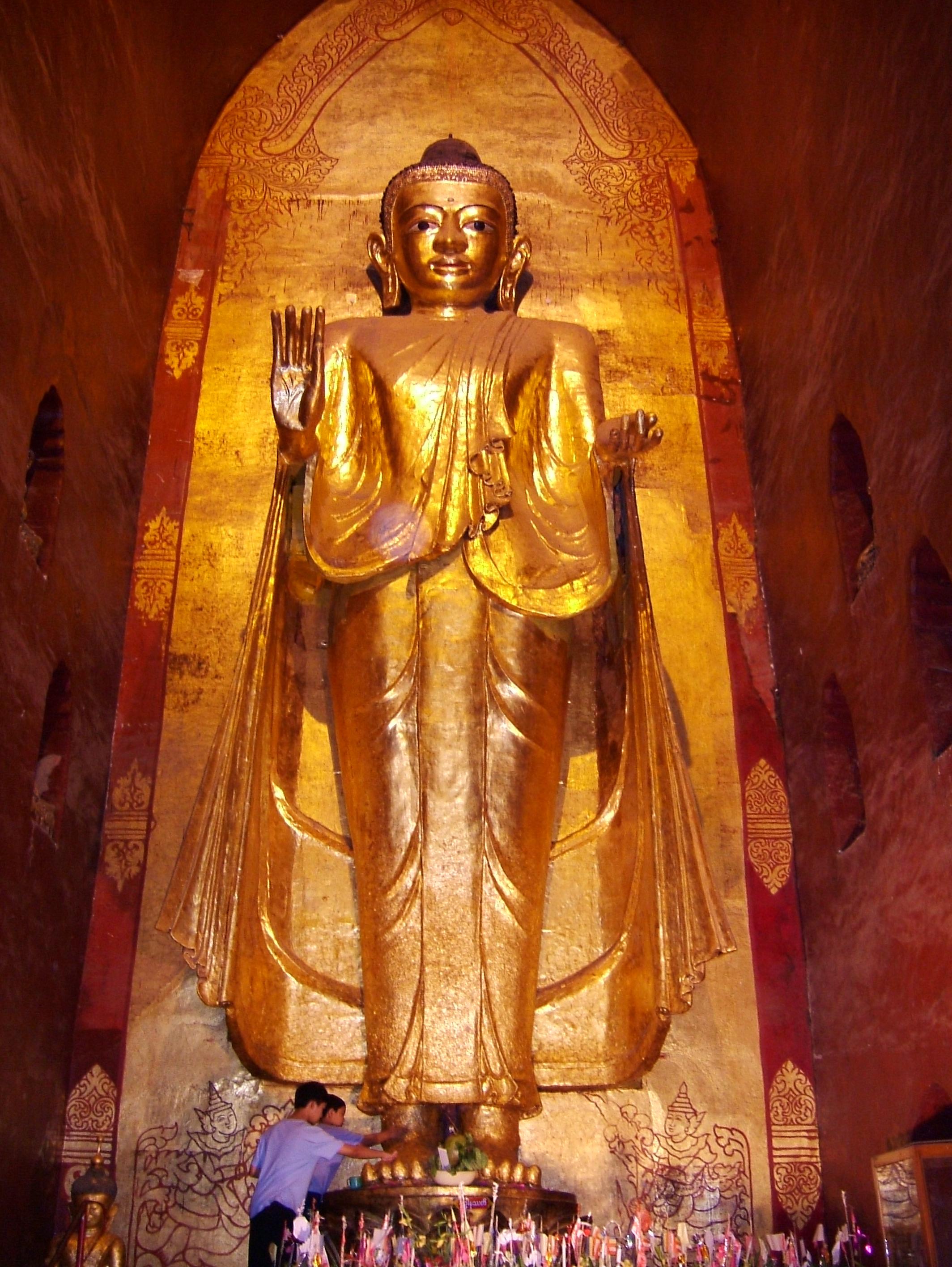 Ananda Pagoda standing Buddhas Pagan Dec 2000 17