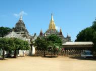 Asisbiz Ananda Pagoda Pagan Dec 2000 08