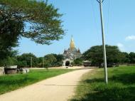 Asisbiz Ananda Pagoda Pagan Dec 2000 09