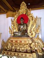 Asisbiz Mandalay Atumashi Monastery main Buddha Dec 2000 01