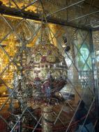 Asisbiz Royal Palace Bronze Buddha diamonds gold and treasures Jan 2010 02